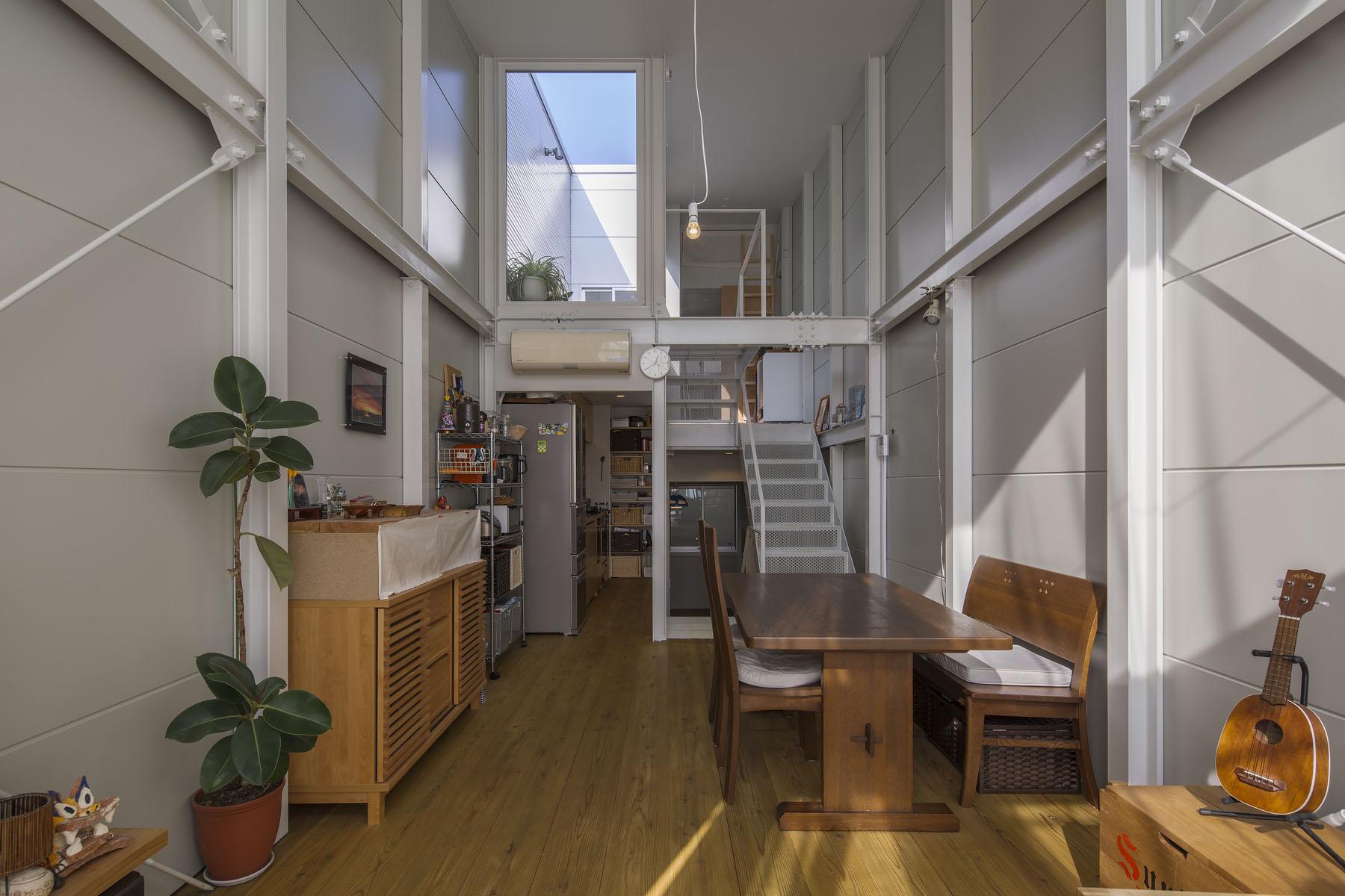 『』の家|鉄骨造の狭小スキップフロアガレージハウス