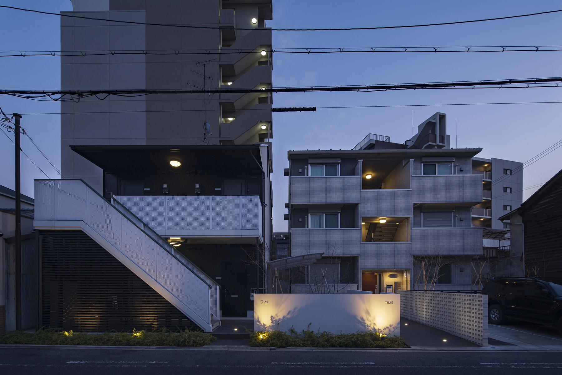 Dias + Trust Exterior Renovation|隣り合う賃貸マンションの外構