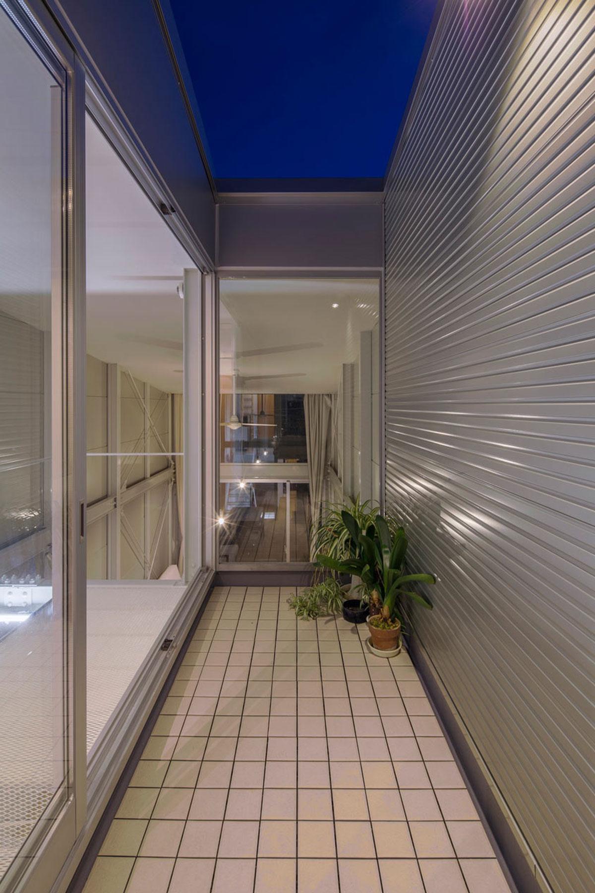 『』の家 鉄骨造の狭小スキップフロアガレージハウス
