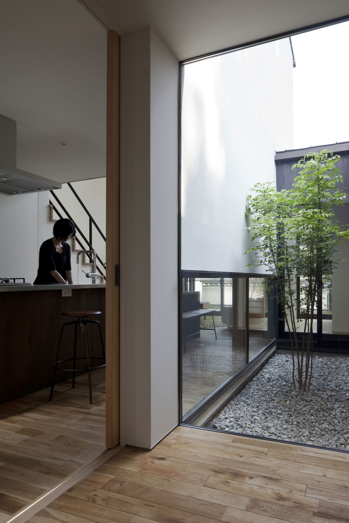 新築一戸建て住宅の施工事例|小さな中庭と大きな縁側の家【山本嘉寛建築設計事務所YYAA】大阪・奈良|建築家
