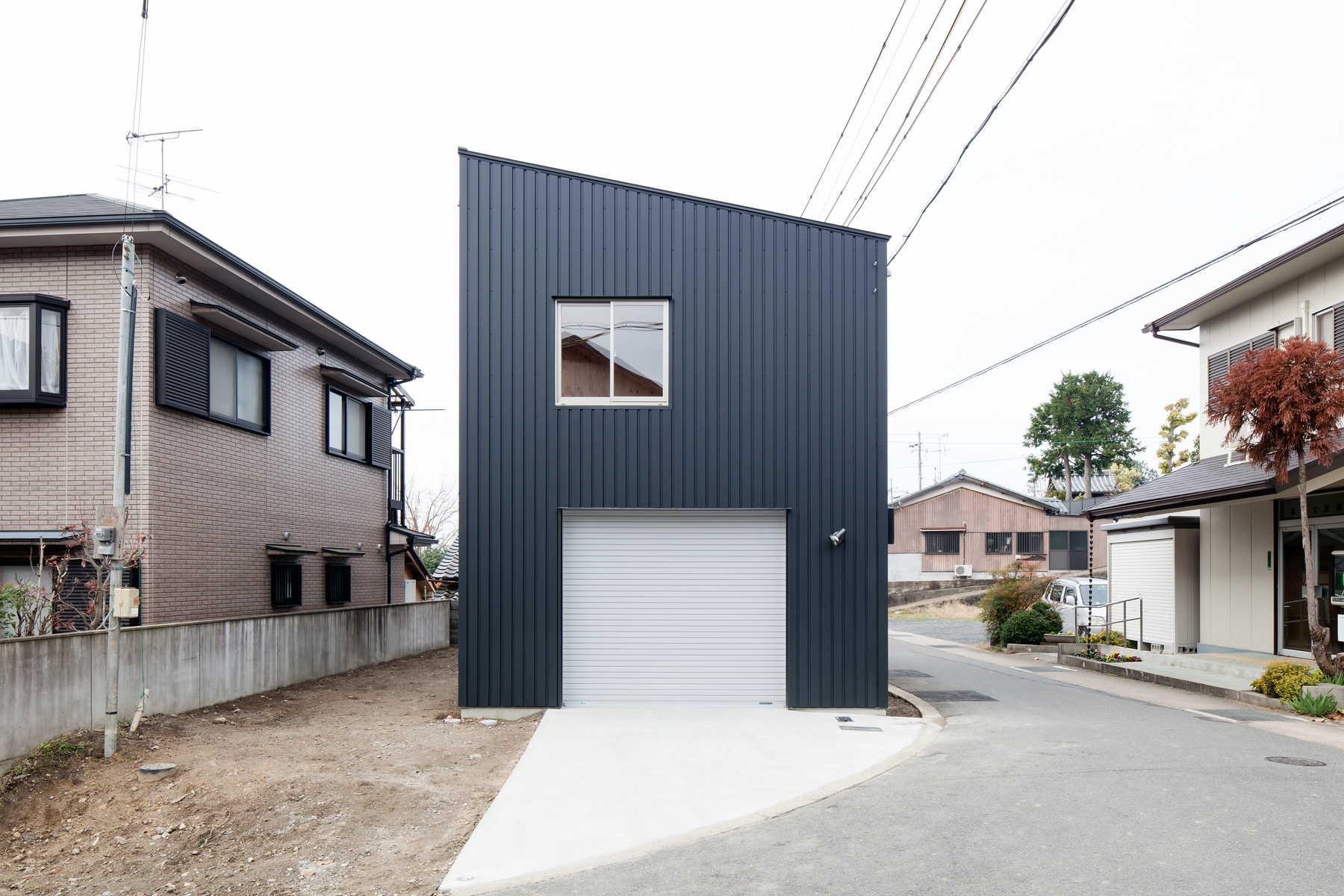 団地の家|ガレージの上に団地の間取りを載せた最小限住宅